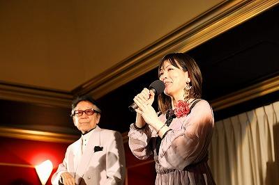 群馬日仏協会評議委員の芦野 宏さんと歌手のアミさんのシャンソンショー